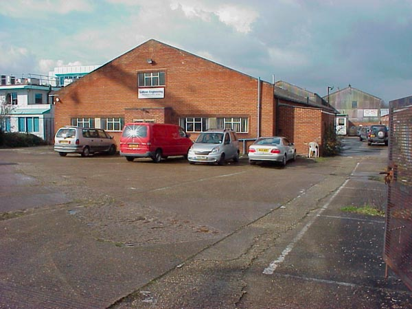 Industrial unit with large yard and plenty of parking spaces